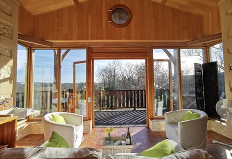 un-espace-convivial-et-spacieux-au-wine-lodge